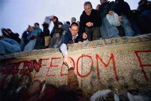 fall of berlin wall_sml